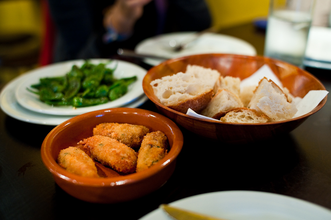 Barrica: Croquetas, peppers and bread.